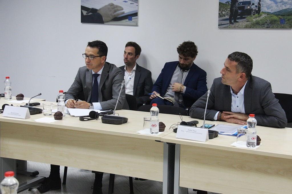 EULEX presents case monitoring report findings to representatives of Kosovo rule of law institutions