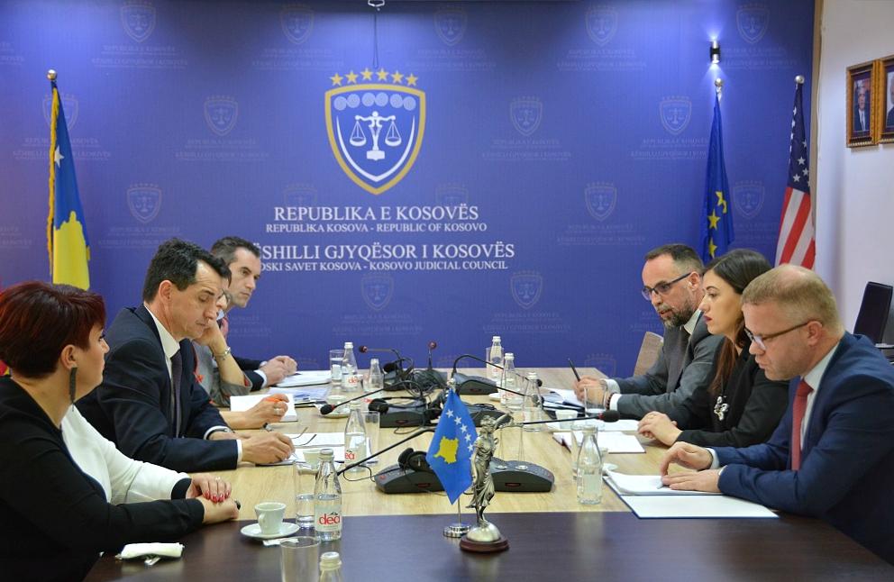 Kryesuesi Çoçaj priti në takim Ministrën e Drejtësisë Albulena Haxhiun