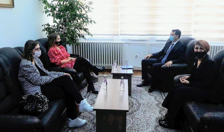 Kryesuesi Çoçaj priti në takim përfaqësues nga Ambasada Britanike në Kosovë
