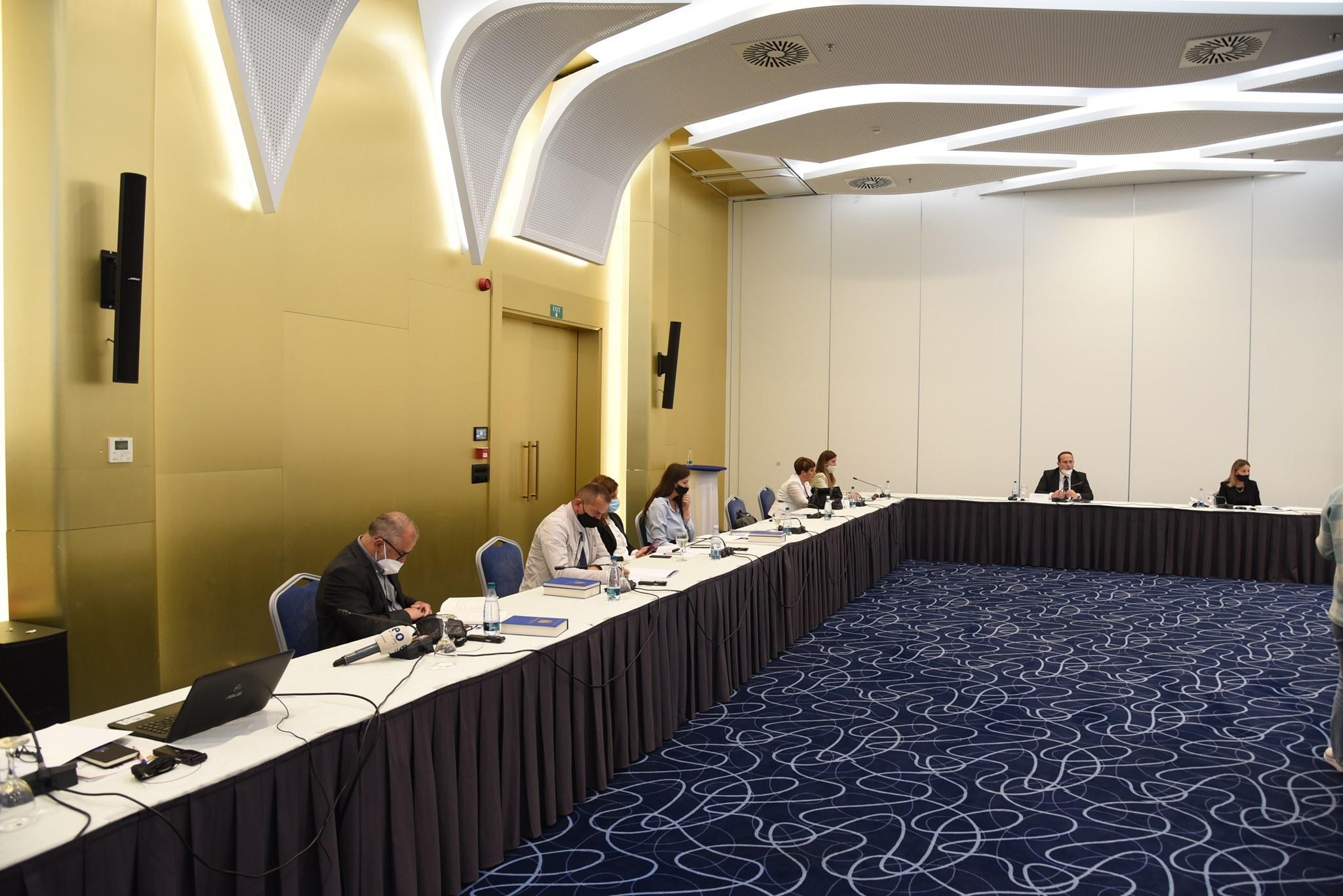 """Kryesuesi i KGJK-së, Albert Zogaj, pjesë e tryezës """"Sfidat e sistemit gjyqësor në zbatimin e Ligjit për Mbrojtje nga Diskriminimi"""""""
