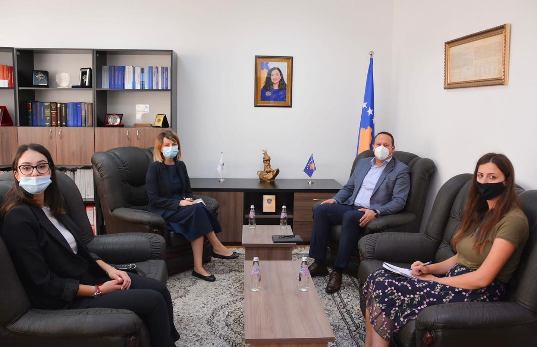 Kryesuesi i KGJK-së, Albert Zogaj, priti në takim Zëvendësministren e Drejtësisë, Nita Shala