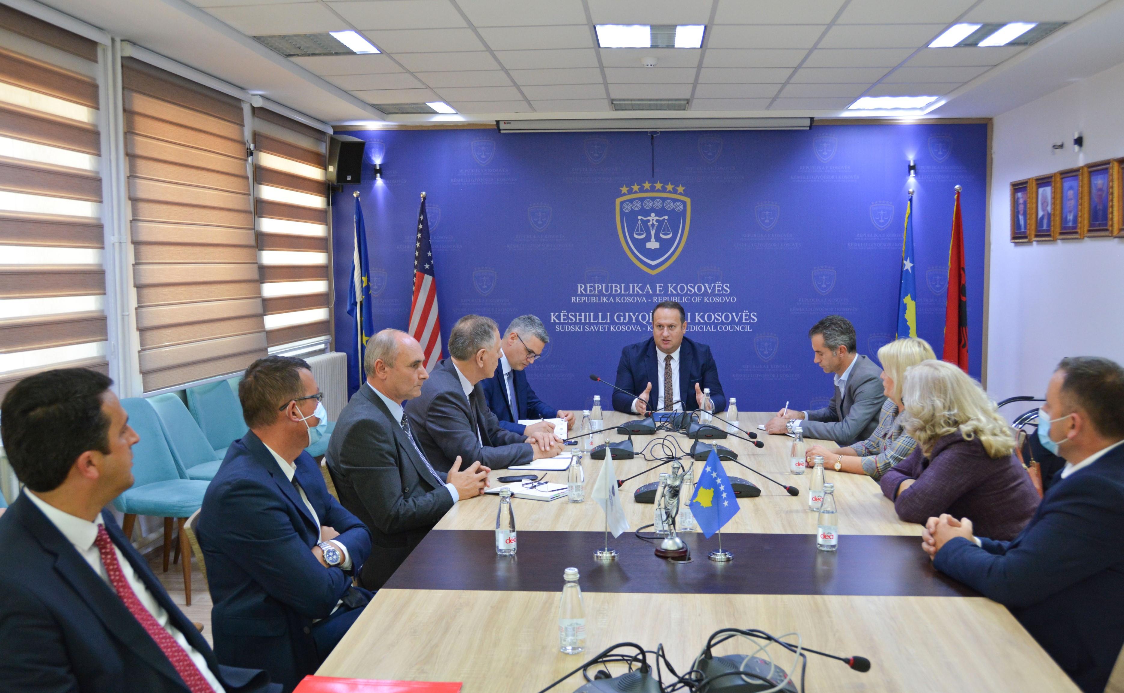 Kryesuesi i KGJK ka pritur në takim Kryetarin e Gjykatës Themelore në Ferizaj dhe gjyqtarët mbikëqyrës të gjykatave themelore të posa zgjedhur