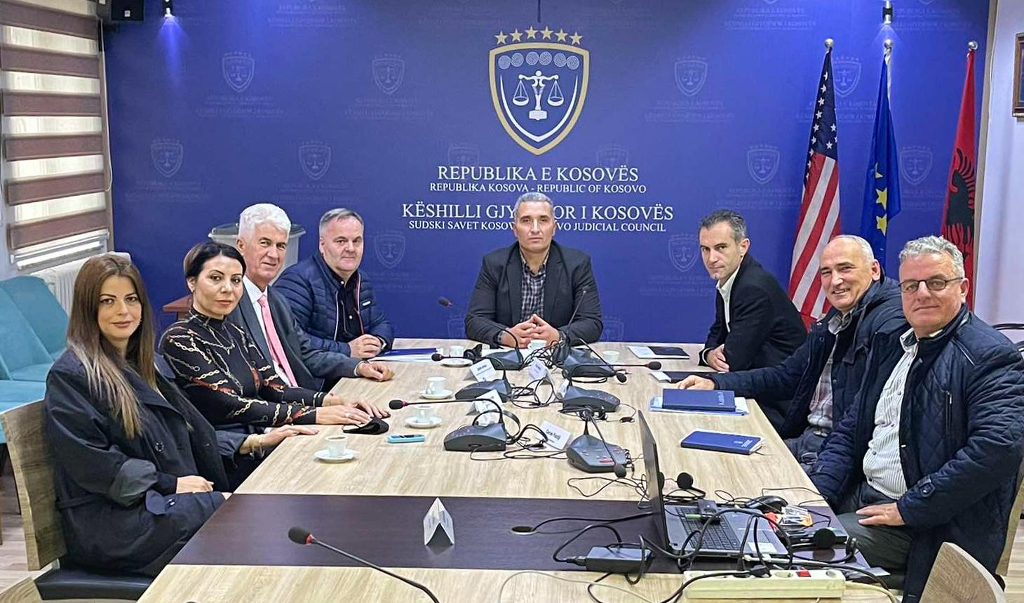 Zv. Kryesuesi i Këshillit Gjyqësor të Kosovës, Qerim Ademaj dhe Drejtori i Përgjithshëm i Sekretariatit të KGJK-së, Shkelzen Maliqi, kanë pritur sot në takim përfaqësuesit e Sindikatës së Judikaturës